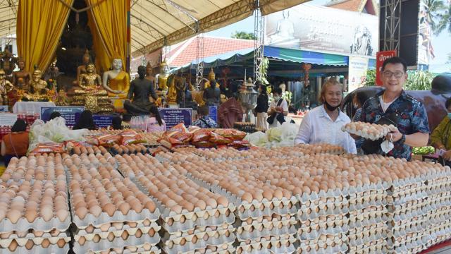 ป้าวัย 67 ขนไข่ไก่ แก้บน พระเงิน พระทอง สมหวังขายตึกได้ ไม่พลาดขอเลขเด็ด